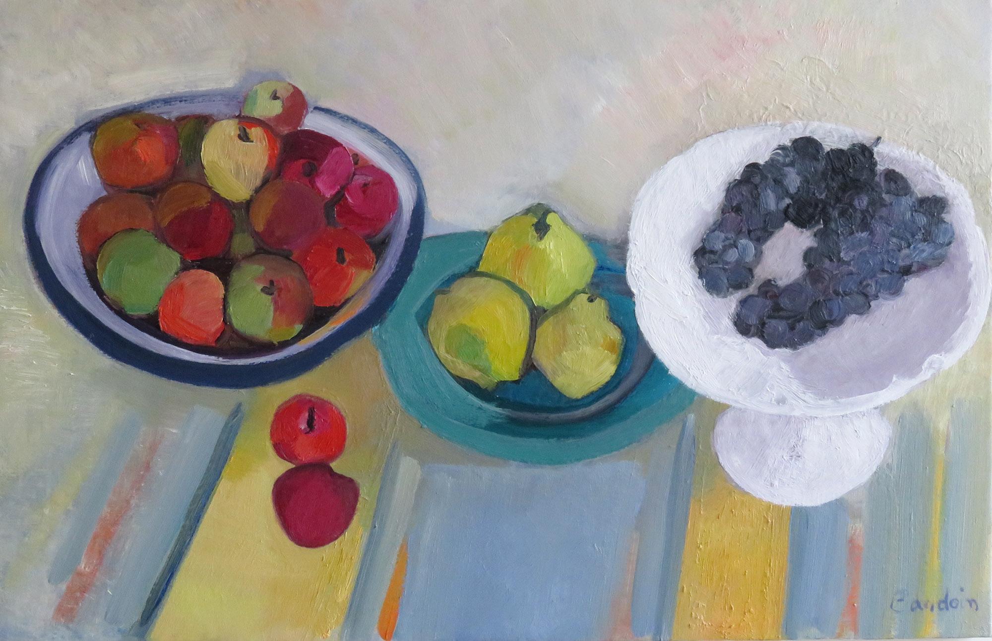Fruits d'automne sur la nappe à rayures
